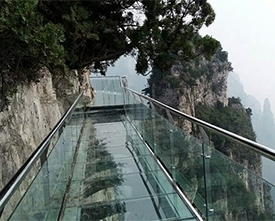 玻璃吊桥在安装设计时要注意哪些问题